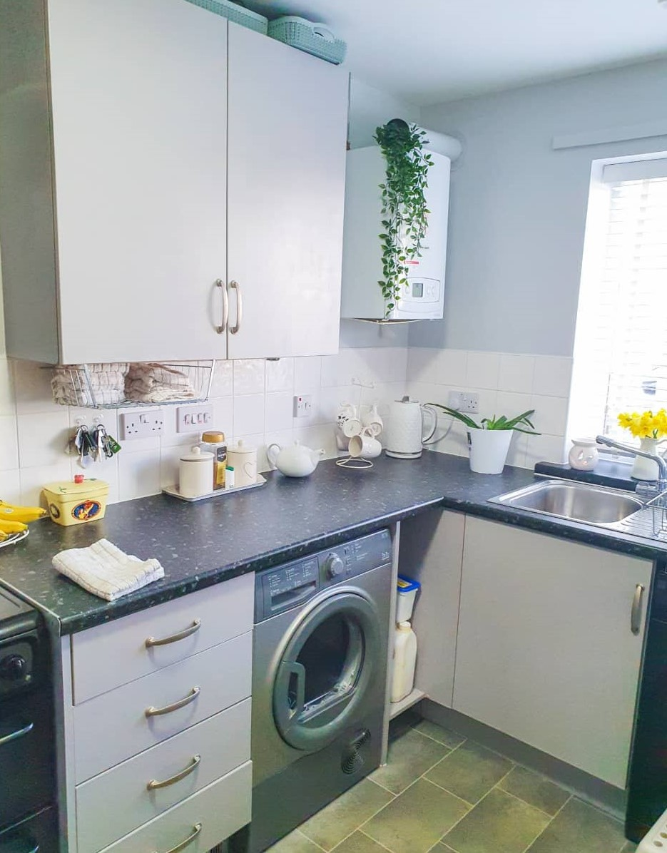 12 simple tips to keep your kitchen tidy and organised.